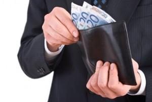 男性とお財布の画像