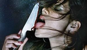 女性とナイフの画像
