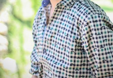 カジュアル婚活パーティー用ギンガムチェックのシャツ
